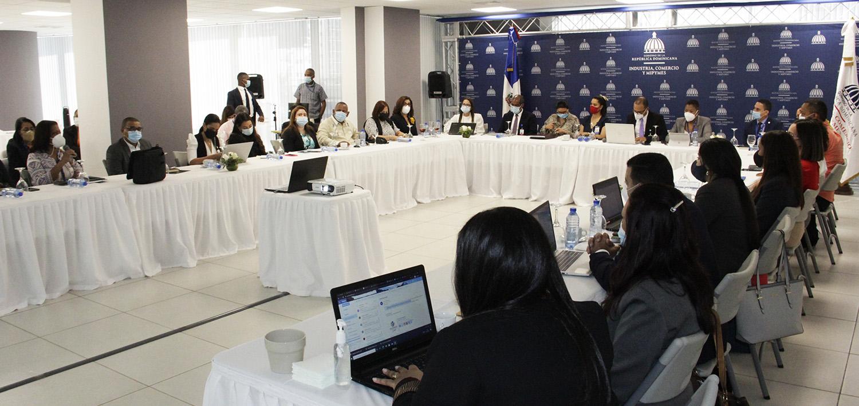 Vista en el encuentro en el que participaron diferentes instituciones en reunión organizada por el Ministerio de Industria, Comercio y Mipymes (MICM).